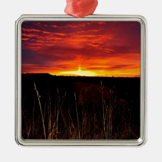Ornement Carré Argenté Le feu dans le ciel au lever de soleil