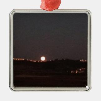 Ornement Carré Argenté Lever de la lune sur les collines