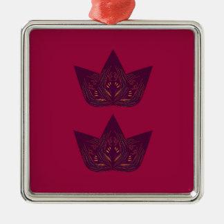 Ornement Carré Argenté Lotus sur le rouge