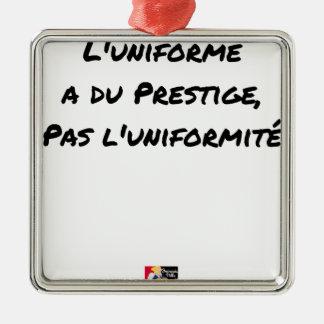 ORNEMENT CARRÉ ARGENTÉ L'UNIFORME A DU PRESTIGE, PAS L'UNIFORMITÉ