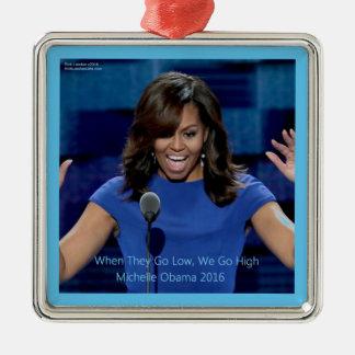 """Ornement Carré Argenté Michelle Obama """"nous passons à 1"""" collectable"""