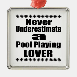 Ornement Carré Argenté Ne sous-estimez jamais la piscine jouant l'amant
