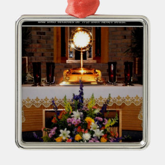 Ornement Carré Argenté Notre seigneur eucharistique dans le Monstrance