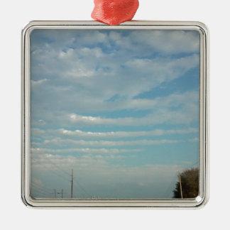 Ornement Carré Argenté nuages d'ondulation de ciel bleu