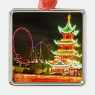 Ornement Carré Argenté Pagoda chinoise la nuit