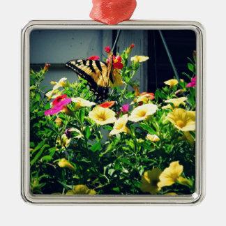 Ornement Carré Argenté Papillon jaune avec la photo de fleurs
