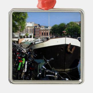 Ornement Carré Argenté Péniche et bicyclettes, Amsterdam