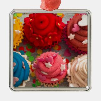 Ornement Carré Argenté petits gâteaux colorés