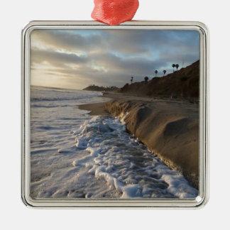 Ornement Carré Argenté Photographie des vagues frappant le sable