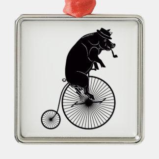 Ornement Carré Argenté Porc montant un vélo
