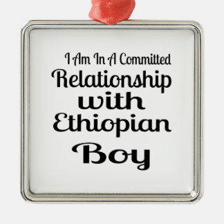 Ornement Carré Argenté Rapport avec le garçon éthiopien