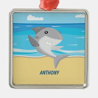 Ornement Carré Argenté Requin gris sur l'ornement de plage