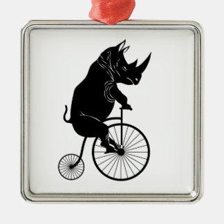 Ornement Carré Argenté Rhinocéros montant un vélo