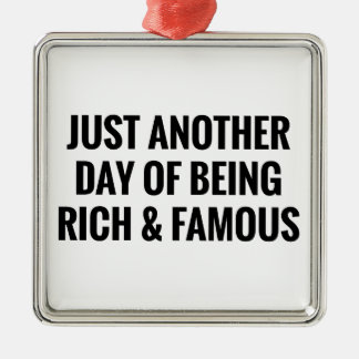 Ornement Carré Argenté Riche et célèbre