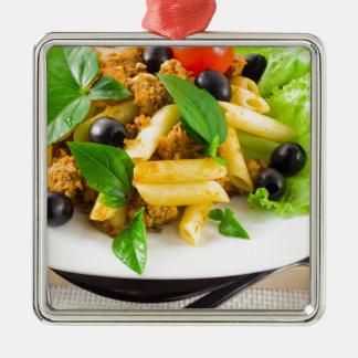 Ornement Carré Argenté Rigatoni italien de pâtes avec de la sauce