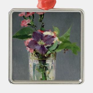 Ornement Carré Argenté Roses de Manet | et clématite dans un vase en