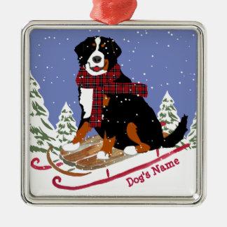 Ornement Carré Argenté Sledding personnalisé de chien de Bernese Mt de