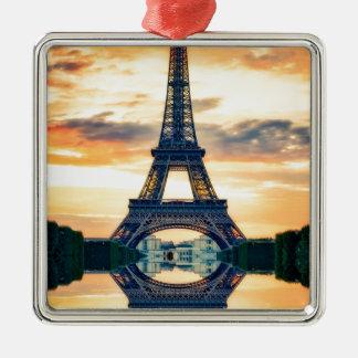 Ornement Carré Argenté Tour Eiffel Paris même le voyage européen
