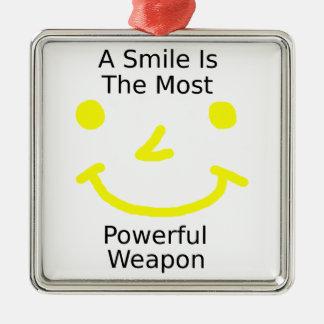 Ornement Carré Argenté Un sourire est l'arme la plus puissante (le visage