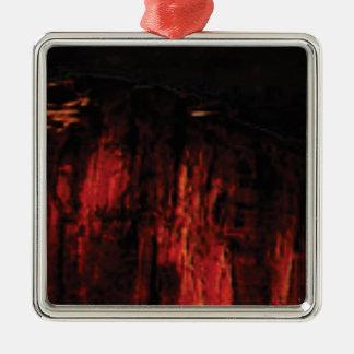 Ornement Carré Argenté visage rouge foncé de falaise