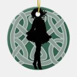 Ornement celtique vert de danseur