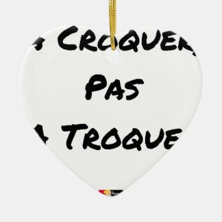 Ornement Cœur En Céramique A CROQUER, PAS À TROQUER - Jeux de mots