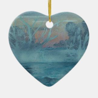 Ornement Cœur En Céramique Arbres congelés dans le lac brumeux