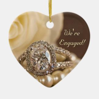 Ornement Cœur En Céramique Bague de fiançailles ovale de diamant et rose