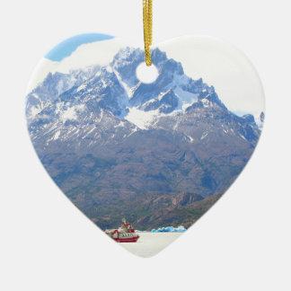 Ornement Cœur En Céramique Bateau et montagnes, Patagonia, Chili