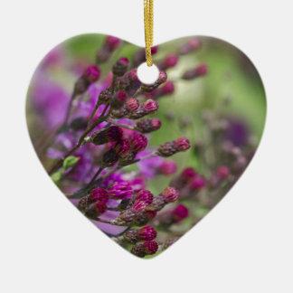 Ornement Cœur En Céramique Bourgeons géants pourpres de fleur sauvage d'herbe