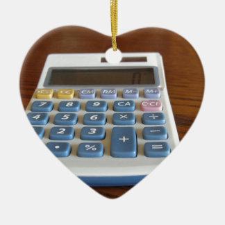 Ornement Cœur En Céramique Calculatrice solaire sur une table en bois