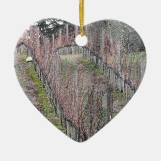 Ornement Cœur En Céramique Champ nu de vignoble en hiver. La Toscane, Italie