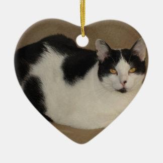 Ornement Cœur En Céramique Chat sur un divan