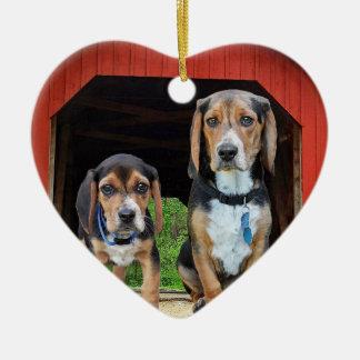 Ornement Cœur En Céramique Chiots de beagle aux Valentines rouges de pont