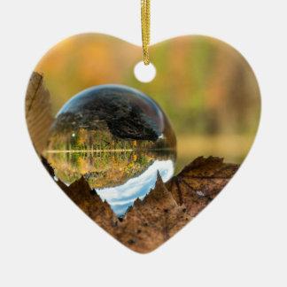 Ornement Cœur En Céramique Chute dans une boule