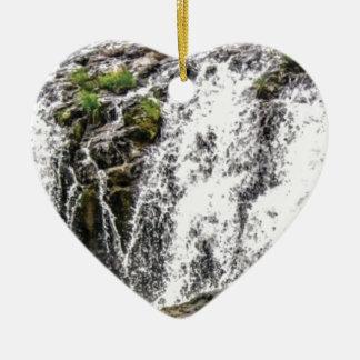 Ornement Cœur En Céramique chute de roches au cours des chutes