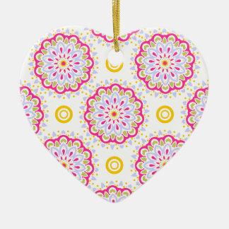 Ornement Cœur En Céramique Conception rose, bleue et jaune colorée de mandala
