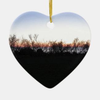 Ornement Cœur En Céramique Coucher du soleil de mer avec la silhouette
