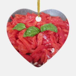 Ornement Cœur En Céramique Cuisson de la sauce tomate faite maison