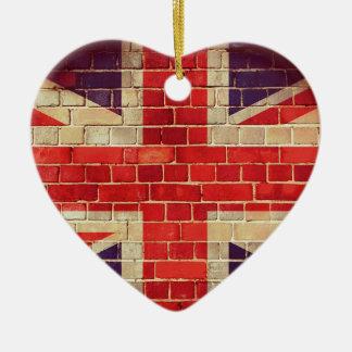 Ornement Cœur En Céramique Drapeau BRITANNIQUE vintage sur un mur de briques