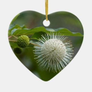 Ornement Cœur En Céramique Fleur sauvage blanc de Buttonbush