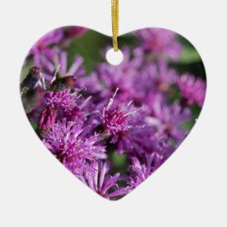Ornement Cœur En Céramique Fleurs sauvages géants pourpres d'herbe de