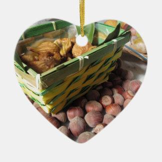 Ornement Cœur En Céramique Fruits d'automne avec des noisettes et des figues
