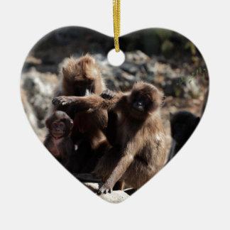 Ornement Cœur En Céramique Groupe de babouins de gelada (gelada de