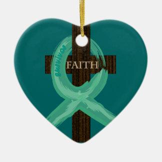Ornement Cœur En Céramique Le ruban de Cancer célèbre la foi et la remise