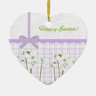Ornement Cœur En Céramique Lis de Pâques sur le guingan de lavande et le joli