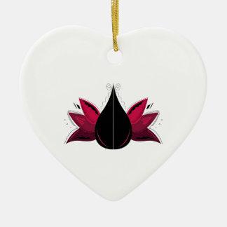 Ornement Cœur En Céramique Lotus sur le blanc