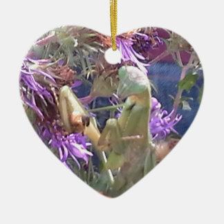 Ornement Cœur En Céramique Mante attaquante et fleurs pourpres de cône
