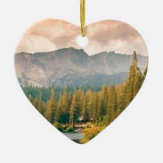Ornement Cœur En Céramique montagne et courant d'arbres