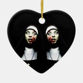 Ornement Cœur En Céramique Nonnes d'horreur